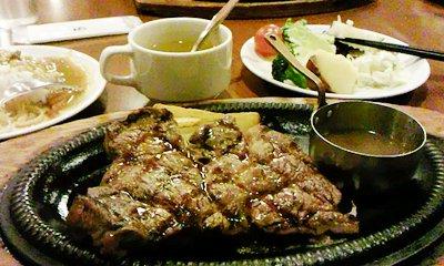 ステーキとサラダバー